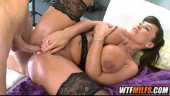 Perfect MILF Lisa Ann 8